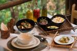 Anavilhanas Lodge - galinha ao tucupi com purê de cará e arroz com tucumã