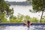 Anavilhanas Lodge - piscina em frente ao rio Negro - créditos Marcelo Isola